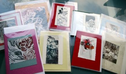 taidekortteja ja grafiikkaa joulubasaareihin