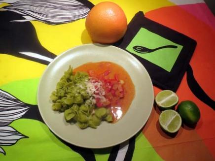 tuorepastaa ja tulista tomaattikastiketta sekäsinihomejuustoa