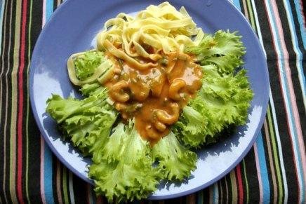 tuorepastaa ja tomaatti-katkarapukastiketta