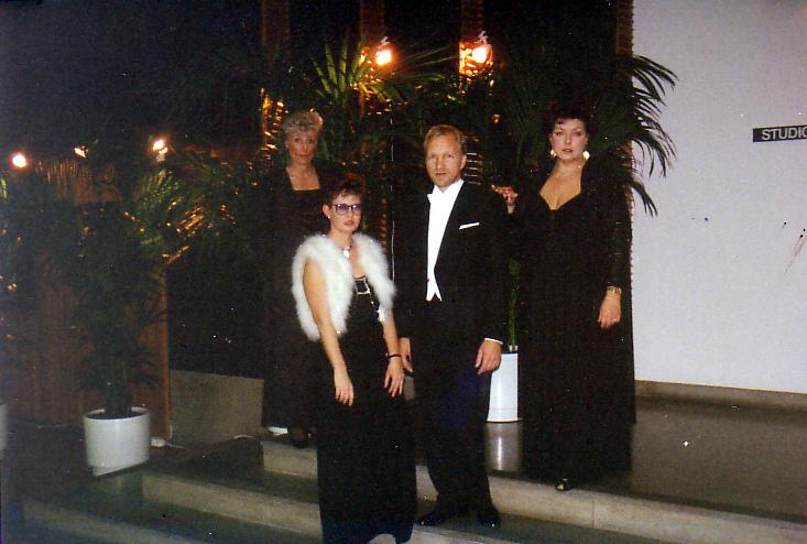 LÄHDÖSSÄ ENSIMMÄISIIN LINNAN JUHLIINI 1989