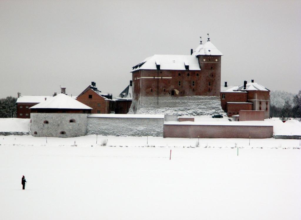 HÄMEEN LINNA - LUMILINNA