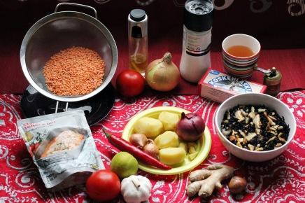 punaisia linssejä ja tomaattikastiketta