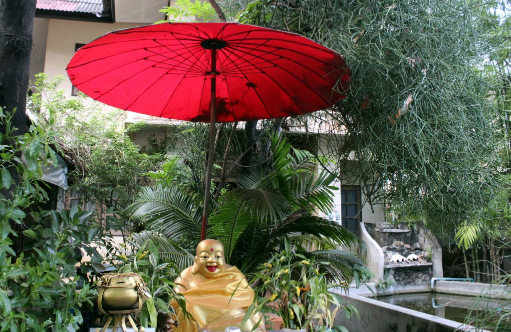 ILOINEN BUDDHA