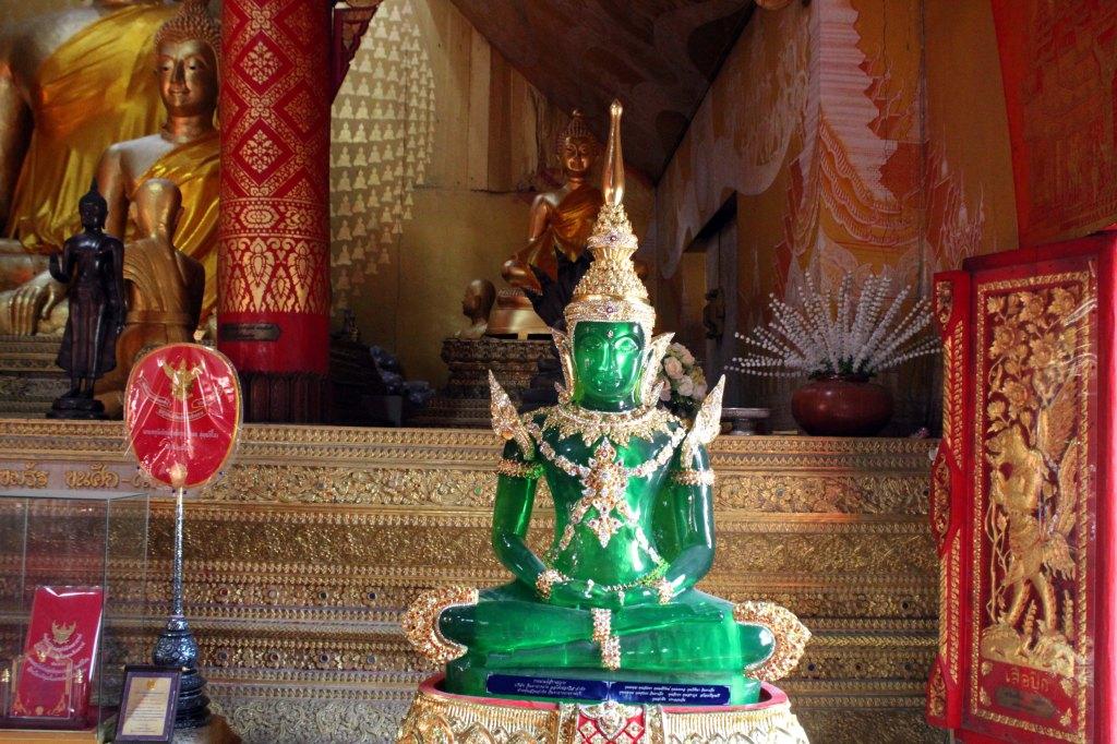 HOHTAVANVIHREÄ BUDDHA WAT SRISUPHANISSA