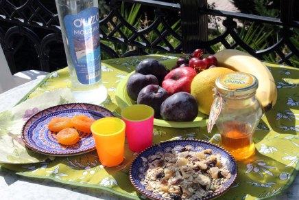 hedelmäsalaattia kreikan tapaan