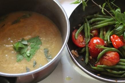 purjo-perunasosekeitto ja kasviswokki